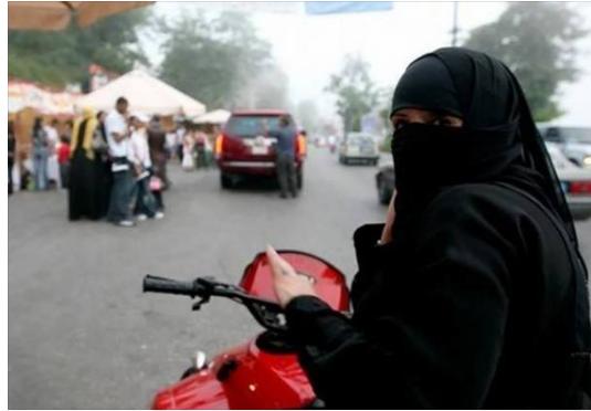 عربستان به زنان اجازه راندن کامیون و موتور را همداد!