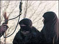 يک زن جوان در ايران به جرم «زنای محصنه» به اعدام محکومشد